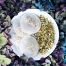 Kép 2/3 - feathers touch face it tea kamillas 3